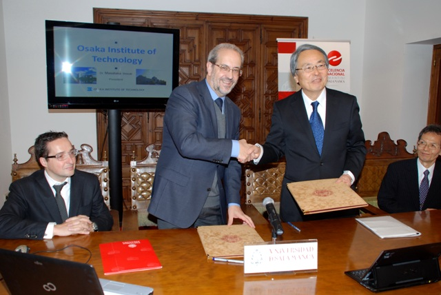 After signing, rector Ruipérez and president Inoue (right standing) shook hands