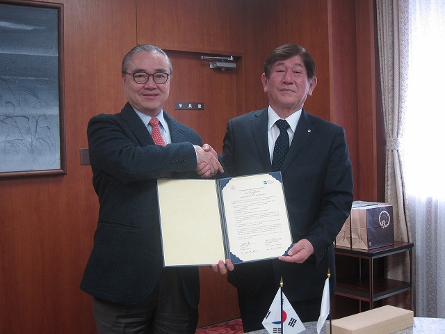 President Dr. Yu Ji Soo (left) and President Dr. Nishimura (right)