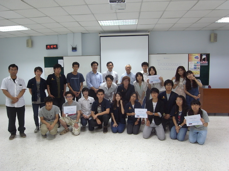 本学とタマサート大の学生たち(「Real-world Game Programming」) OIT and SIIT students